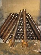 Armatures de 114 mm de diamètre équipées d'un tricône perdu de 200<br /><br /><br />  mm