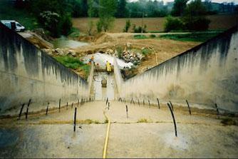 canule pour injection de coulis sur déversoir de barrage