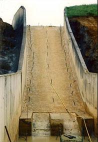 canule pour injection de coulis sur déversoir d'orage de barrage