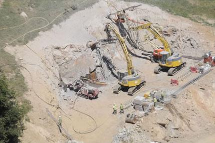 Clouage de talus par trois ateliers de forage (Pile P2 du Viaduc de Pont-de-Salars)