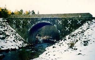 Consolidation d'un pont par tirant d'enserrement, rejointoiement et parapet