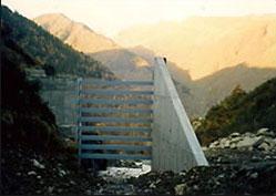 Construction béton armé d'un ouvrage de sédimentation en montagne