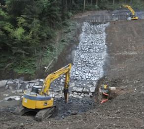 Déroctage pour un bassin dissipateur BRH 2,5 tonnes