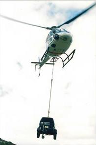 héliportage du compresseur pour minage ou béton projeté sur zone.