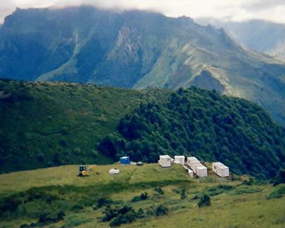Installation d'une base vie en montagne