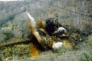 Minage d'une masse instable de 2800 m3, sur la route des Aldudes au Pays Basque