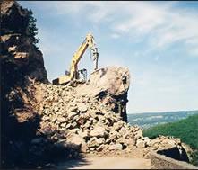 excavatin après minage d'un massif rocheux