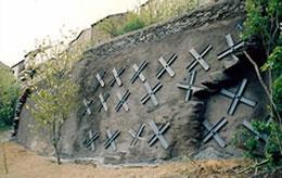 Murs cloués par croix de Saint André