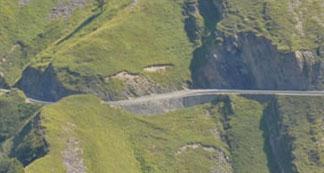 Muro clavado carretera abajo -Col du Soulor - Hautes Pyrénées