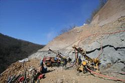 Paroi clouée pour stabilisation de glissement de versant