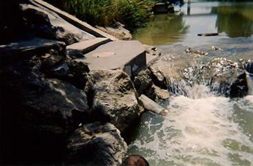 Station de pompage pour la qualité des eaux (Diren).