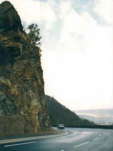 Minage et terrassement d'un éperon rocheux