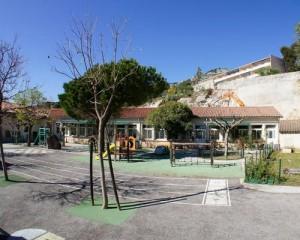 L'Etablissement scolaire, fermé depuis février 2014 suite à l'éboulement d'une falaise, rouvrira ses portes après les vacances de printemps, au mois de mai. Des travaux seront encore en cours, mais la sécurisation du site sera achevée.